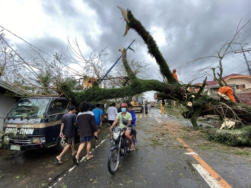 Super typhoon batters Philippines, 1 million people in shelters