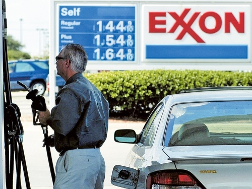 Chevron, Exxon shrink spending as coronavirus cuts demand