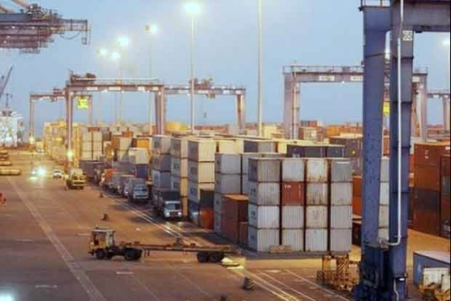 India's exports decline 5.4 percent in October to 24.82 billion USD
