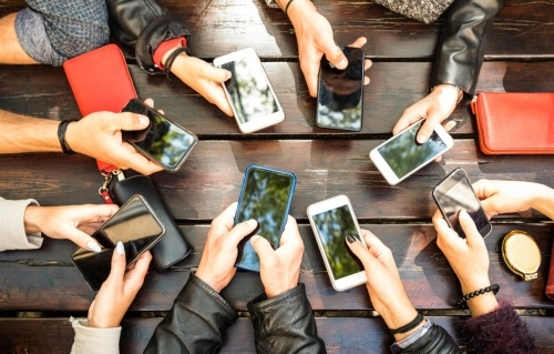 Univ students to get interest-free loans to buy smartphones