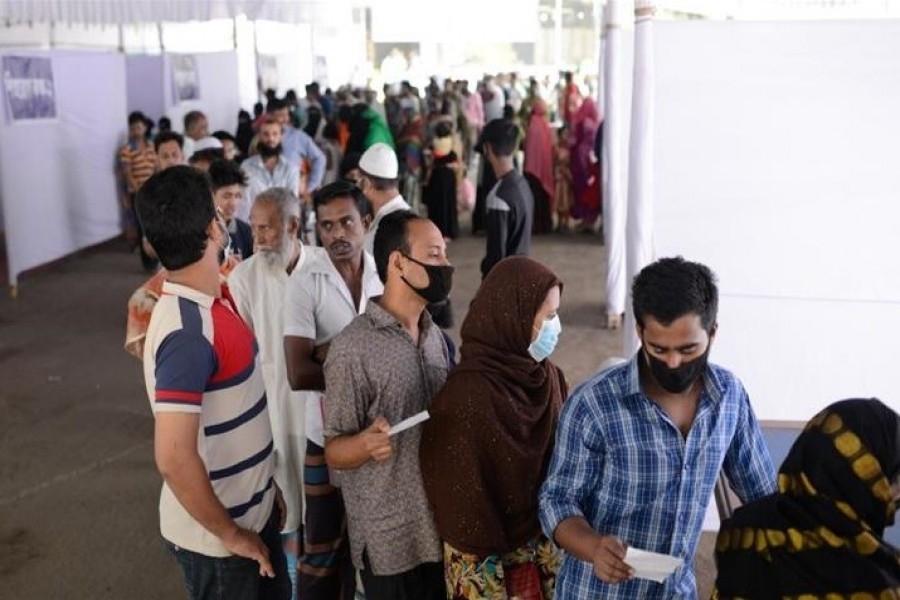 Bangladesh logs 990 more Covid cases