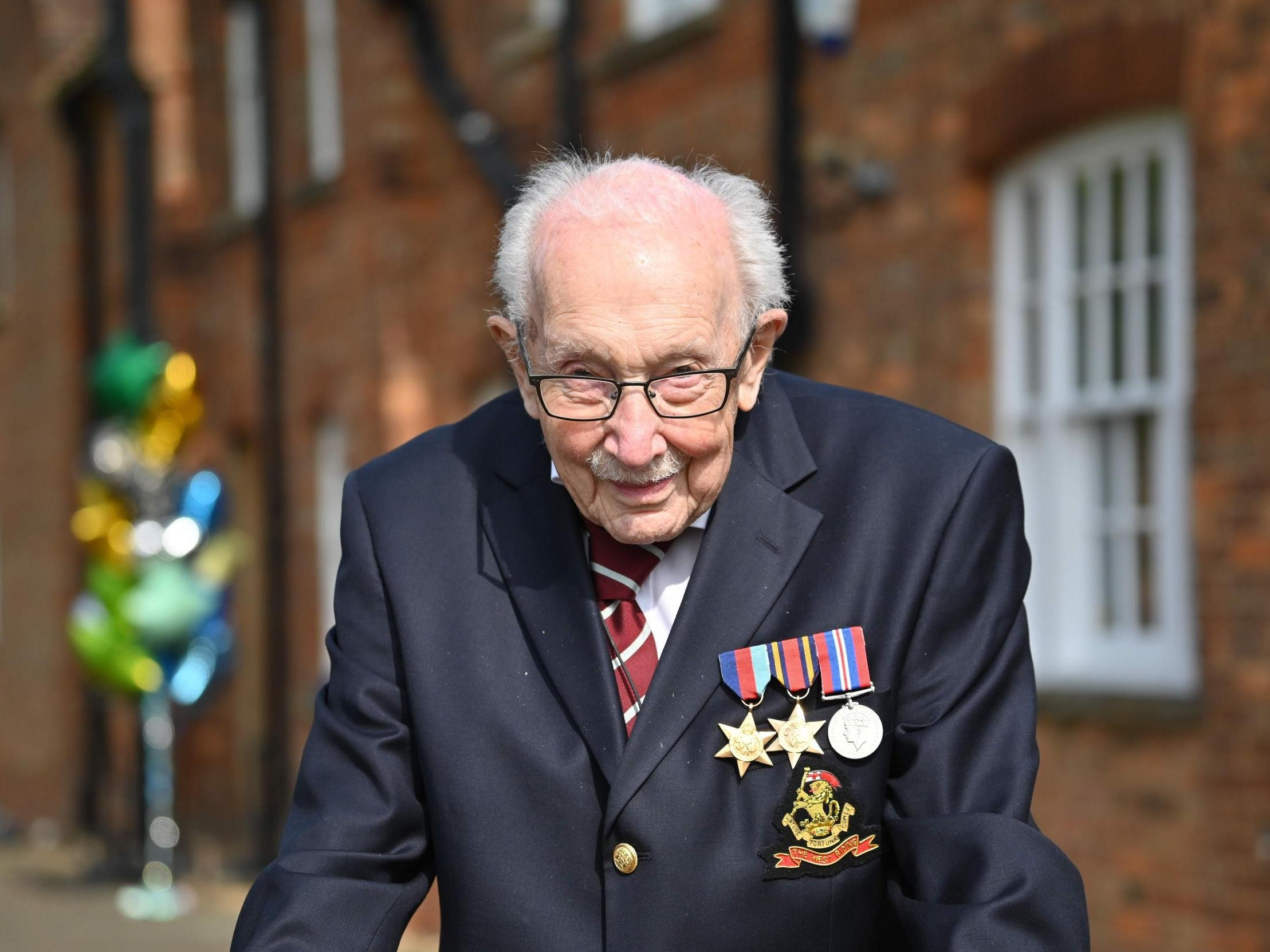 Tower Hamlets Council pays tribute to national treasure Captain Sir Tom Moore